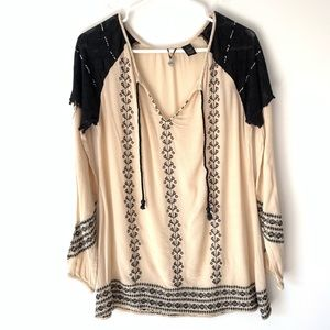 BKE Boutique Boho Embroidered Top Size Small